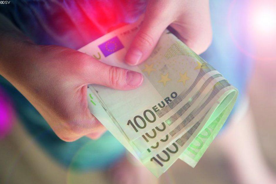 Die neuen 100- und 200-Euro-Banknoten sind da.