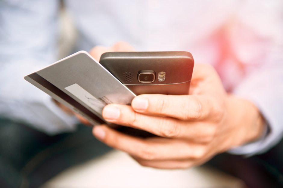 Mobiles Bezahlen: Jetzt wandert die VISA Card ins Smartphone.