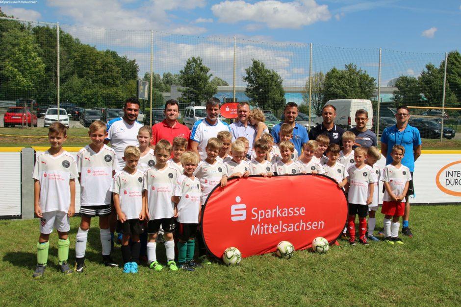 Champions-League-Sieger trainiert Nachwuchskicker beim SV Wacker 22 Auerswalde e. V.